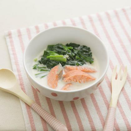 【離乳食後期】鮭とほうれん草のミルク味噌煮