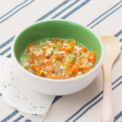 【離乳食中期】鶏ひき肉と野菜のカラフル煮