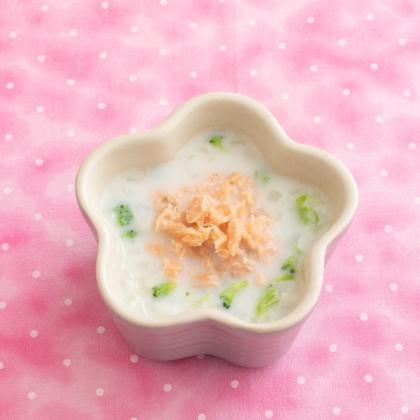 【離乳食中期】鮭と野菜のミルク煮うどん