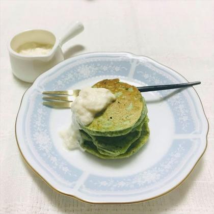 【離乳食完了期】小松菜バナナの米粉パンケーキ とうふミルク添え