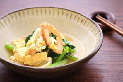 小松菜とちくわの卵とじ