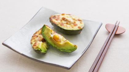 とろ~り卵とアボカドのチーズ焼き