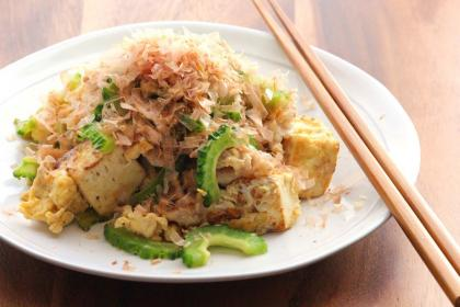 豆腐たっぷりゴーヤチャンプルー