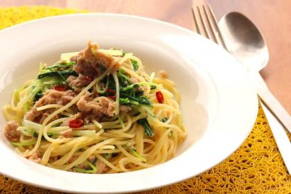 水菜と豆苗たっぷりペペロンチーノ
