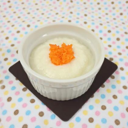 【離乳食中期】にんじんのミルクパン粥