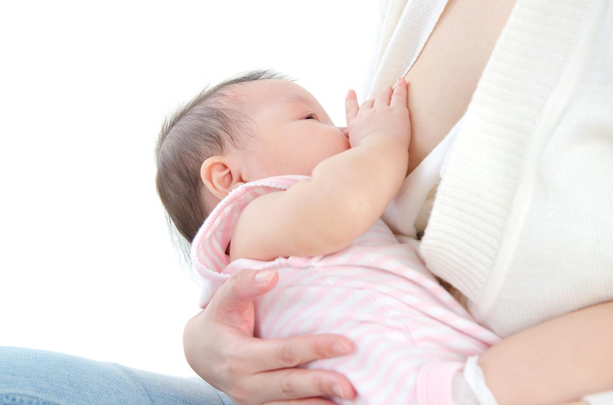 デメリット における の 育児 母乳 完全 最大