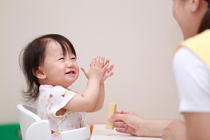 赤ちゃんしゃべるイメージ