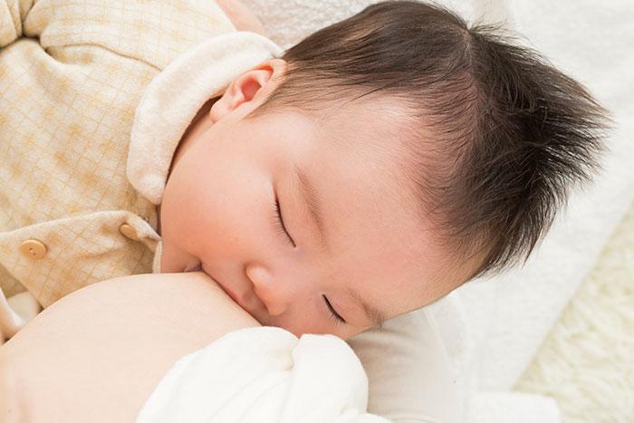 断乳と卒乳の違いとは?母乳育児の終え方について