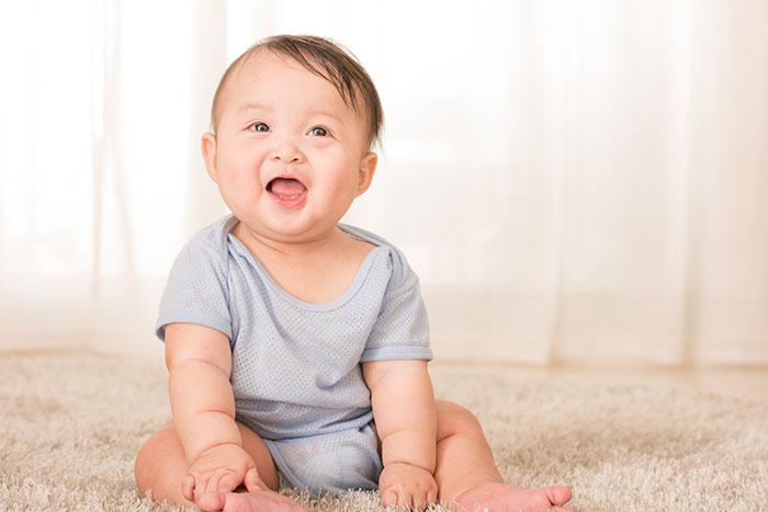 赤ちゃんお座りのイメージ