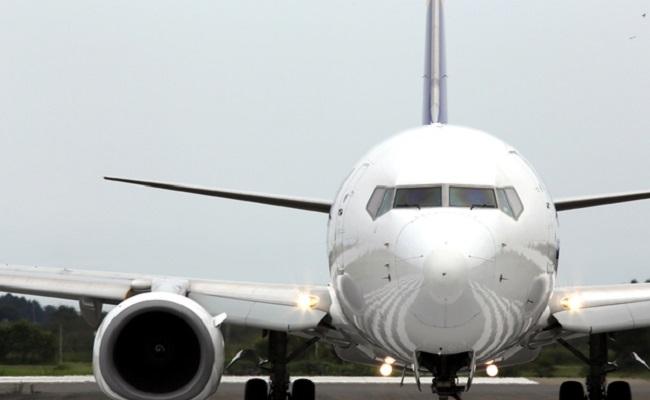 妊婦さんは飛行機に乗れる?妊娠中に飛行機に乗るリスクとママや赤ちゃんに与える影響について