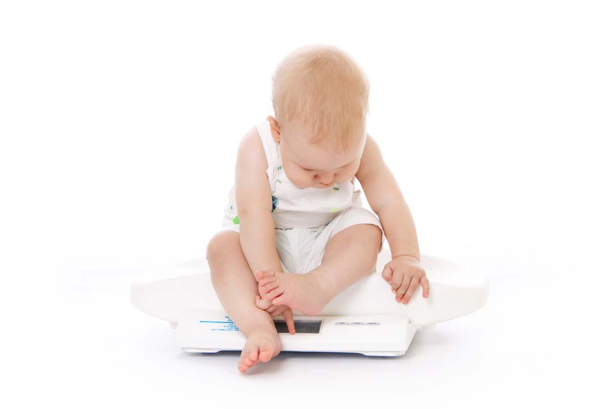 新生児の適正な出生体重の範囲は?低出生体重児、巨大児の原因とリスクとは?