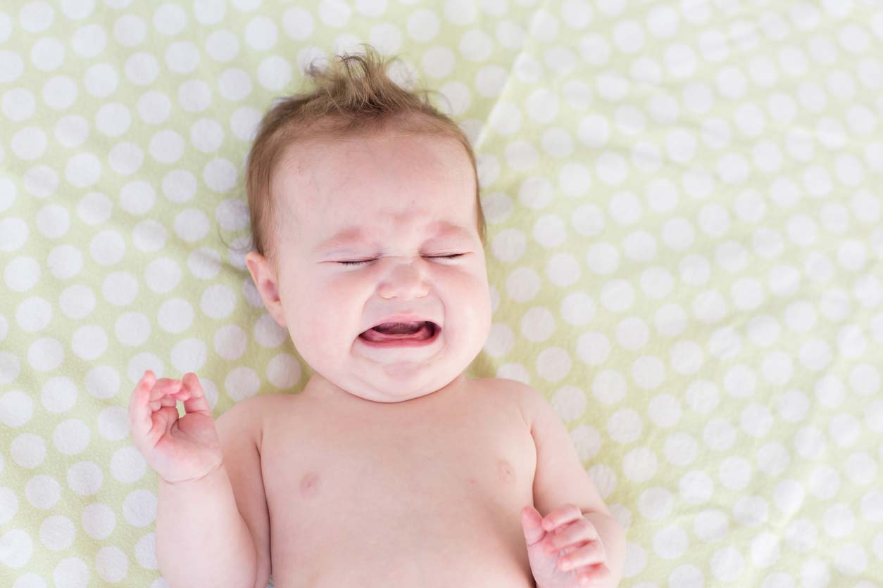 黄昏泣きはいつから始まりいつまで続く?原因や効果的な対処法とは?