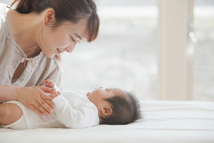 産褥期とは? 産褥期の過ごし方やトラブル、注意点について