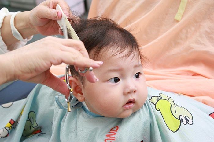 赤ちゃん散髪イメージ
