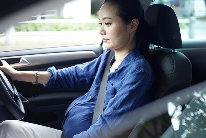 妊婦 運転イメージ