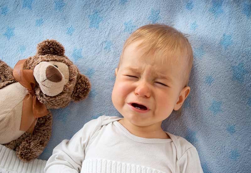 赤ちゃんの夜泣きはいつから?原因と対策、対処法について