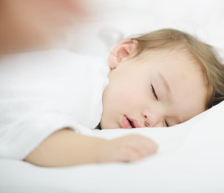 遅い 時間 赤ちゃん 寝る