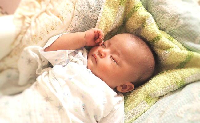 赤ちゃんのお昼寝のイメージ