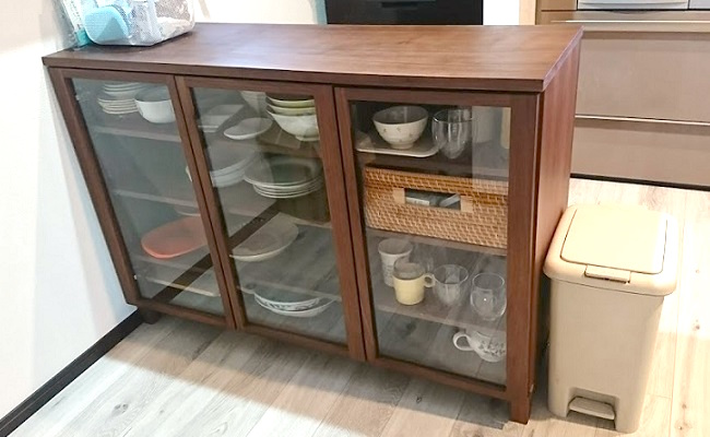 大きいサイズ(整理ボックス4)は食器棚の奥行ピッタリで、 引き出しのように使ってたくさんあるマグカップやガラスコップが取り出しやすくなりました。