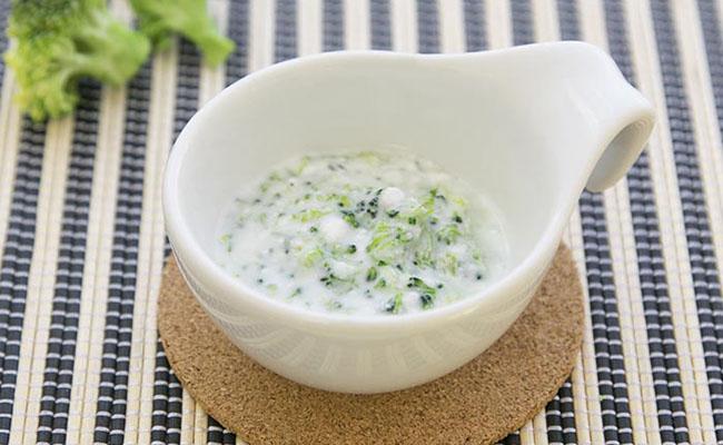 【離乳食中期】ブロッコリーのカッテージチーズサラダ