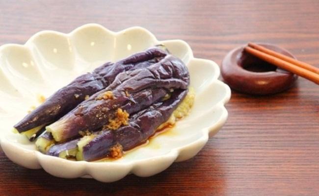 蒸し茄子の生姜醤油がけ