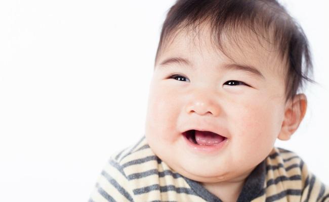 赤ちゃんは人の顔が大好き!人の顔に関心を示すのはなぜ?