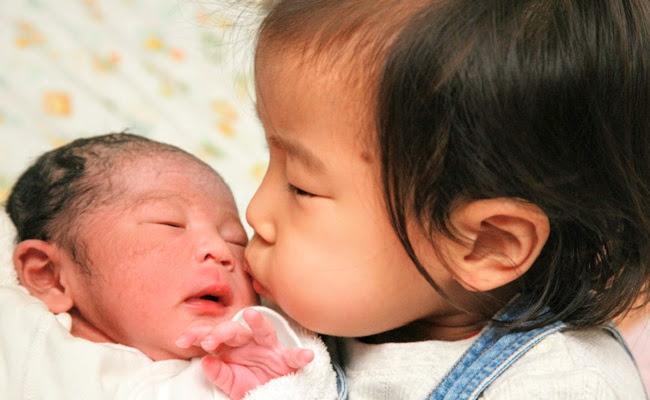【体験談】赤ちゃん返りなし!一緒に次女のお世話を楽しんだわが家の長女