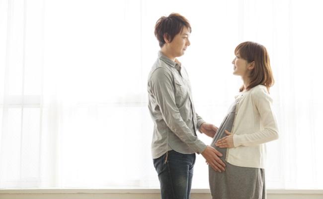 妊娠中のママとパパのイメージ