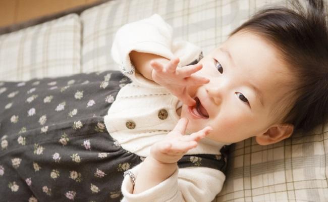 赤ちゃんが「キーキー!」と叫んでいるイメージ
