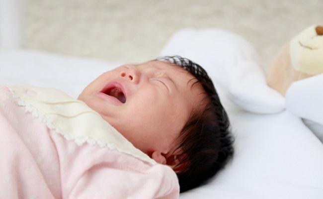 赤ちゃんの夜間授乳イメージ