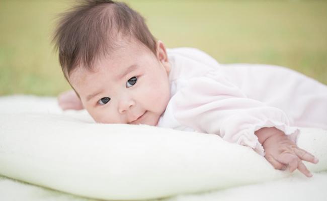 赤ちゃんの首すわりイメージ