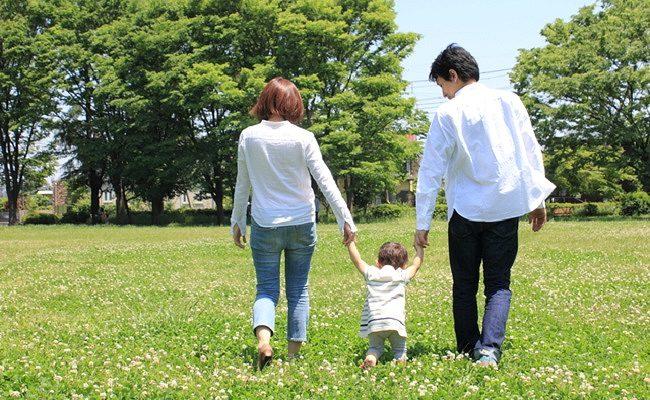 赤ちゃんが歩き始めたころイメージ
