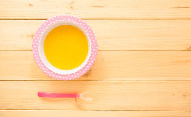 離乳食とスプーン