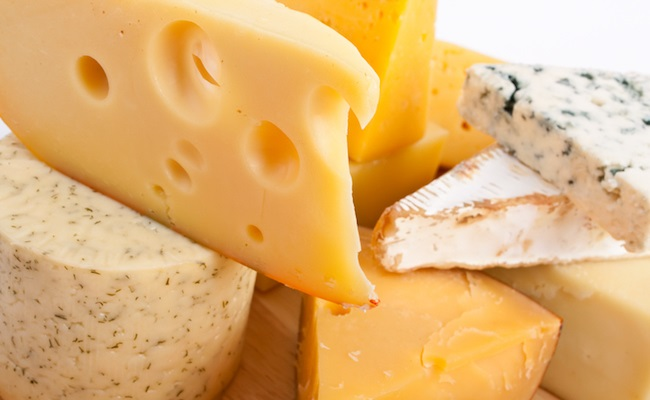 【離乳食のギモン】赤ちゃんはいつからチーズを食べられるの?