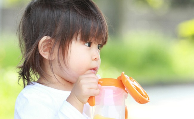 赤ちゃんの水分補給のイメージ