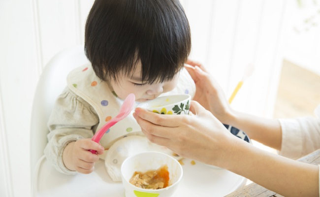 離乳食メニューを悩むイメージ