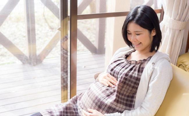 妊婦さんの腹帯のイメージ