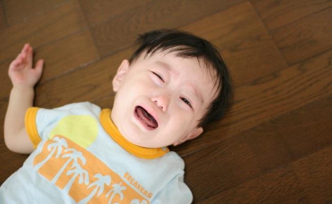 イヤイヤ期の幼児のイメージ