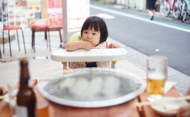 赤ちゃんとの外出時の食事のイメージ