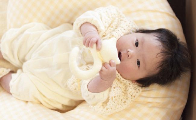 授乳クッションと赤ちゃん