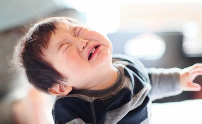 大泣きしている赤ちゃんのイメージ