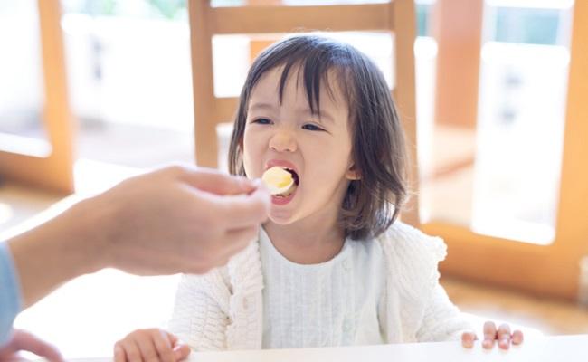 娘との食事イメージ