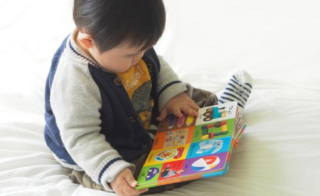 赤ちゃんにおすすめ!丈夫で破れにくい厚紙絵本3選
