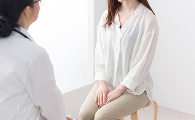 病院で診察を受ける女性のイメージ