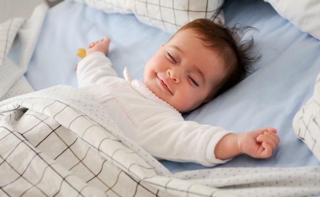 睡眠をとっている赤ちゃん