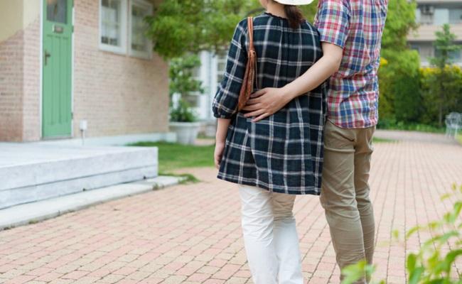 夫婦でお出かけのイメージ