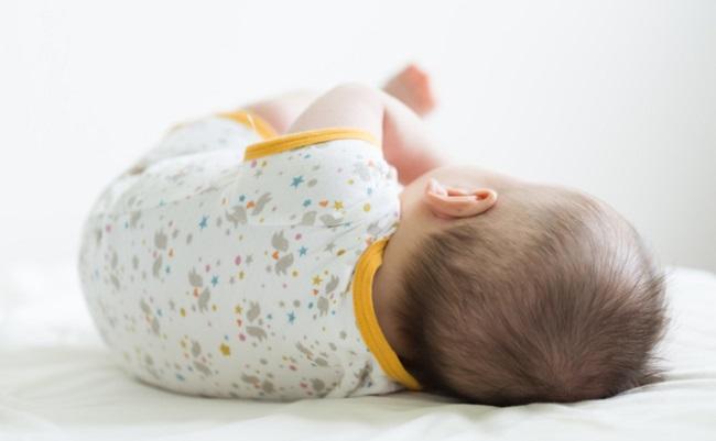 赤ちゃんのバックショット