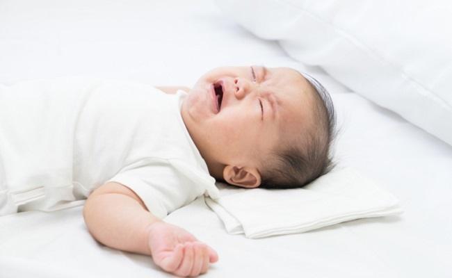 保育園泣く赤ちゃん