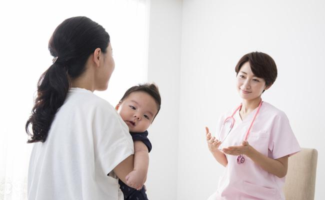 産後ママが医師に相談するイメージ