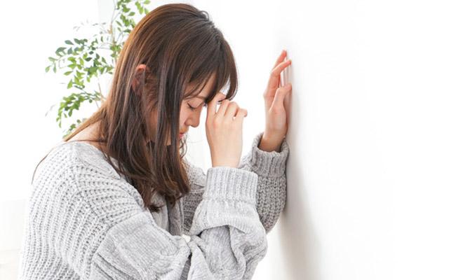 生理痛に苦しむ女性のイメージ